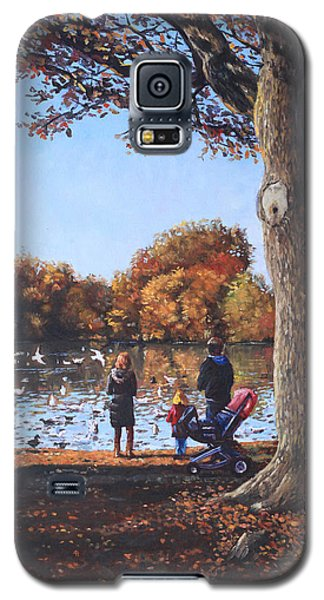 Feeding The Ducks At Southampton Common Galaxy S5 Case by Martin Davey