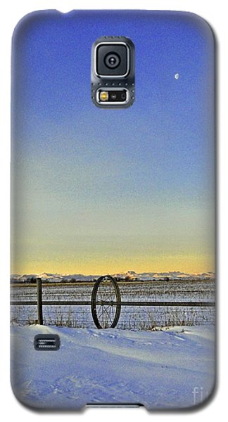 Fence And Moon Galaxy S5 Case by Desiree Paquette