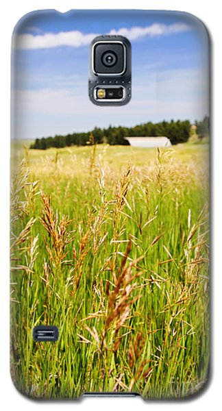 Galaxy S5 Case featuring the photograph Field Of Brome Grass With Barn by Lincoln Rogers