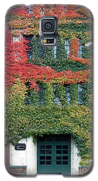 Galaxy S5 Case featuring the photograph Final Farewell Wmu Dorm In Autumn Ivy by Penny Hunt