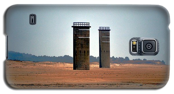 Fct5 And Fct6 Fire Control Towers On The Beach Galaxy S5 Case