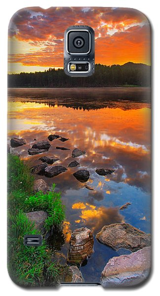 Galaxy S5 Case featuring the photograph Fire On Water by Kadek Susanto