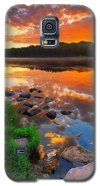 Landscapes Galaxy S5 Case - Fire On Water by Kadek Susanto