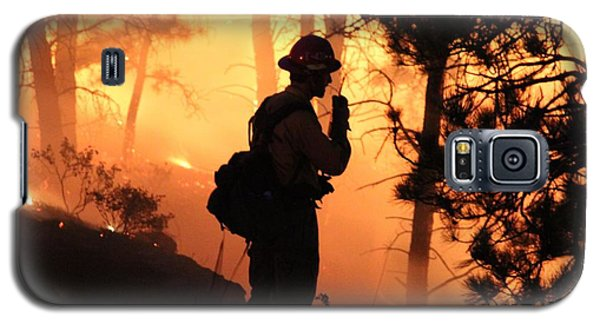 Galaxy S5 Case featuring the photograph Firefighter At Night On The White Draw Fire by Bill Gabbert