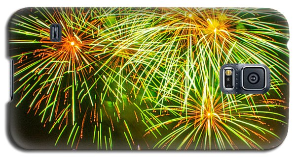 Fireworks Green And Yellow Galaxy S5 Case by Robert Hebert