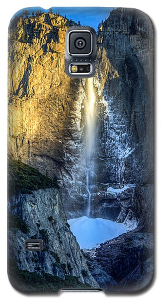 First Light On Yosemite Falls Galaxy S5 Case by Mike Lee