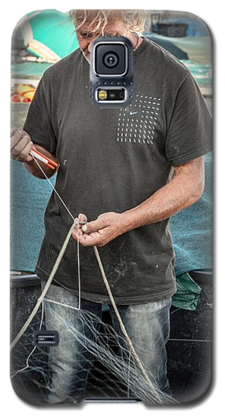 fisherman mending nets on Anzio harbour Galaxy S5 Case