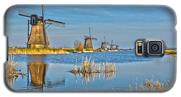 Galaxy S5 Case featuring the photograph Five Windmills At Kinderdijk by Frans Blok