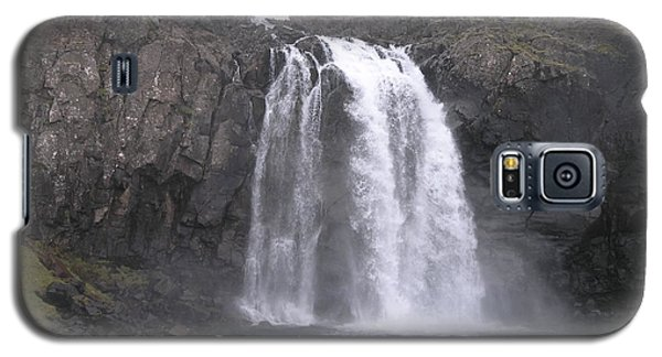 Galaxy S5 Case featuring the photograph Fjallfoss by Christian Zesewitz