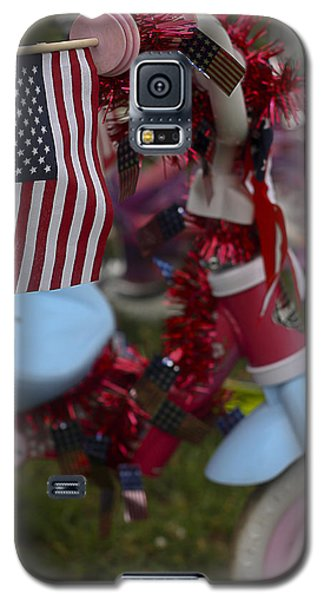 Galaxy S5 Case featuring the photograph Flag Bike by Patrice Zinck