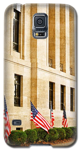 Flags At The Courthouse Galaxy S5 Case by Linda Segerson