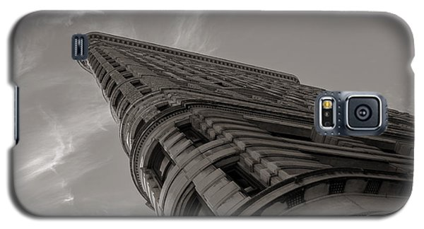 Galaxy S5 Case featuring the photograph Flat Iron Building by Angela DeFrias