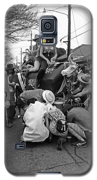 Flat Tire On The Parade Route In New Orleans Galaxy S5 Case