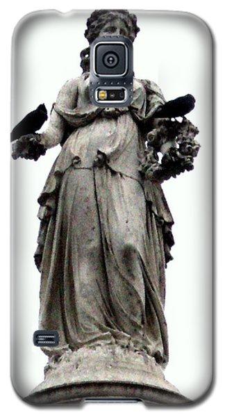 Galaxy S5 Case featuring the photograph Raven's Friend by Salman Ravish