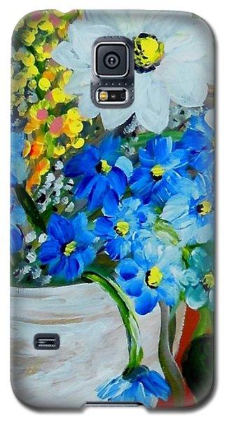 Flowers In A White Vase Galaxy S5 Case by Eloise Schneider