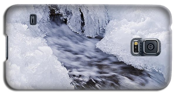 Galaxy S5 Case featuring the photograph Flowing by Simona Ghidini