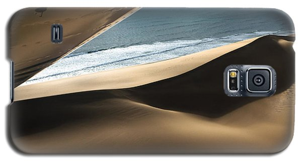 Galaxy S5 Case featuring the photograph Fly Over The Namib by Juergen Klust
