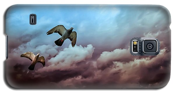 Flying Before The Storm Galaxy S5 Case by Bob Orsillo