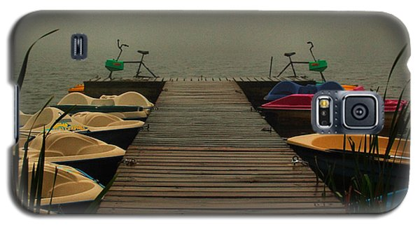Galaxy S5 Case featuring the photograph Fog On The  Dock by Steven Reed