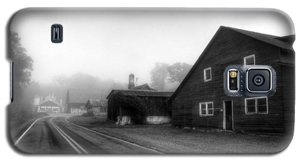 Foggy Morning In Brasstown Nc In Black And White Galaxy S5 Case