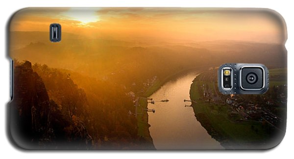 Foggy Sunrise At The Elbe Galaxy S5 Case