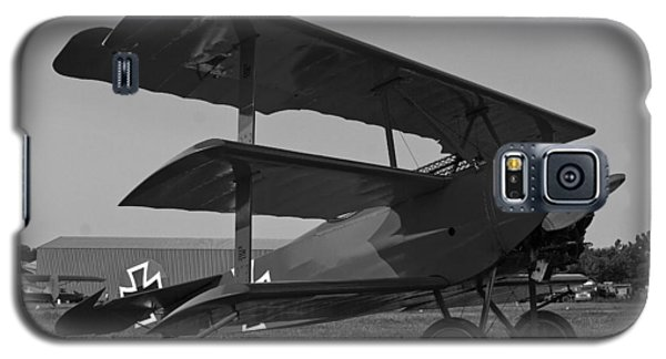 Galaxy S5 Case featuring the photograph Fokker Dr1477 Triplane Bw by Timothy McIntyre