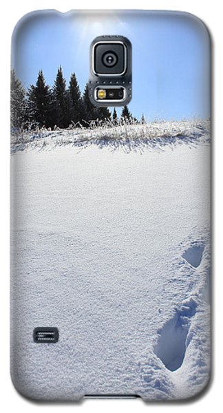Footprints In The Snow Galaxy S5 Case by Penny Meyers