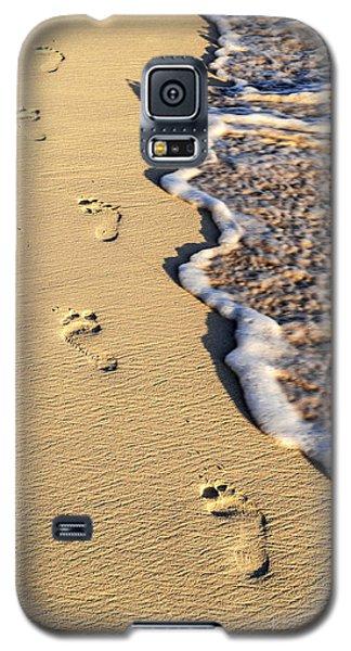 Beach Galaxy S5 Case - Footprints On Beach by Elena Elisseeva