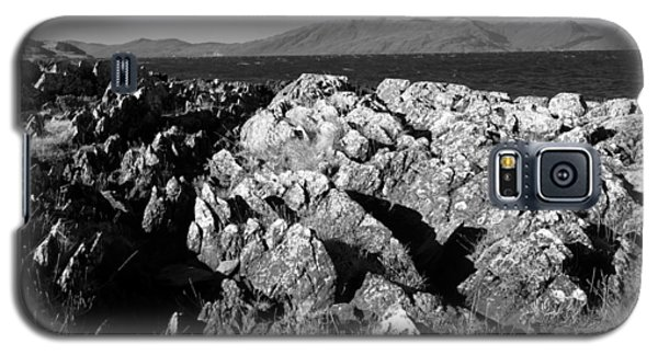 Foreground Rocks And Background Mountains Galaxy S5 Case