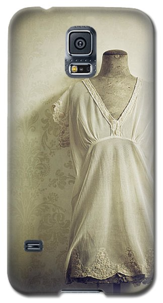 Galaxy S5 Case featuring the photograph Forgotten Beauty by Amy Weiss