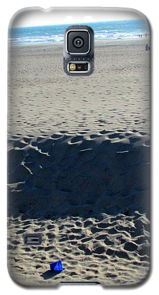 Galaxy S5 Case featuring the photograph Forgotten by Brenda Pressnall