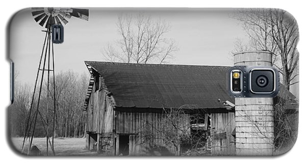Forgotten Farm In Black And White Galaxy S5 Case by Judy Whitton