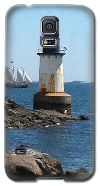 Galaxy S5 Case featuring the photograph Fort Pickering Light by Denyse Duhaime
