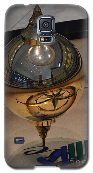Galaxy S5 Case featuring the photograph Foucalt's Pendulum by Robert Meanor