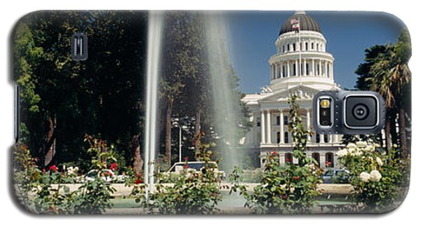 Fountain In A Garden In Front Galaxy S5 Case by Panoramic Images
