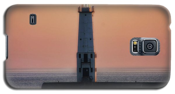 Galaxy S5 Case featuring the photograph Frankfort Lighthouse II by Joan Bertucci
