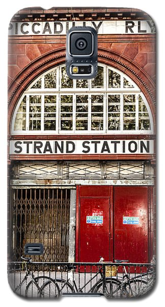 Front To The Disused Strand Underground Station On The Piccadill Galaxy S5 Case