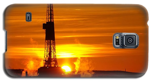 Frontier Nineteen Xto Energy Culbertson Montana Galaxy S5 Case by Jeff Swan