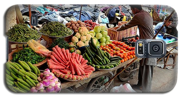 Fruit And Vegetable Seller Tends To His Cart Outside Empress Market Karachi Pakistan Galaxy S5 Case