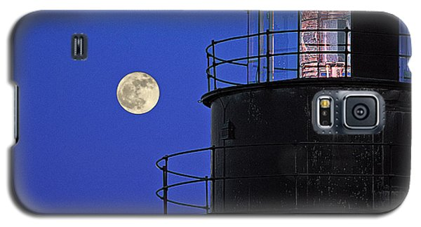 Galaxy S5 Case featuring the photograph Full Moon And West Quoddy Head Lighthouse Beacon by Marty Saccone