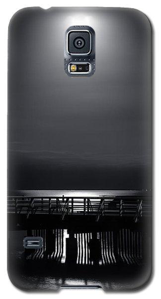 Full Moon Over Bramble Bay Galaxy S5 Case by Peta Thames