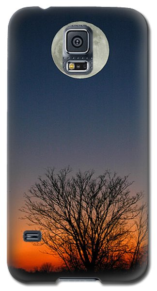 Galaxy S5 Case featuring the photograph Full Moon Rising by Raymond Salani III