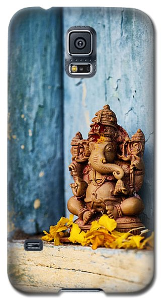 Ganesha Statue And Flower Petals Galaxy S5 Case