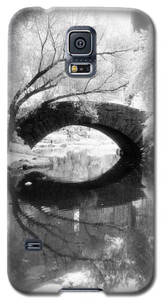 Central Park Photograph - Gapstow Bridge Vertical Galaxy S5 Case