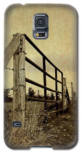 Gated Field Galaxy S5 Case by Kelly Nowak