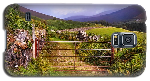 Gates On The Road. Wicklow Hills. Ireland Galaxy S5 Case