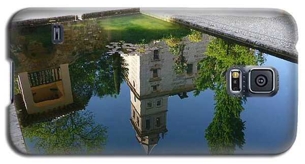 Galaxy S5 Case featuring the photograph Generalife Pool At The Alhambra by Susan Alvaro