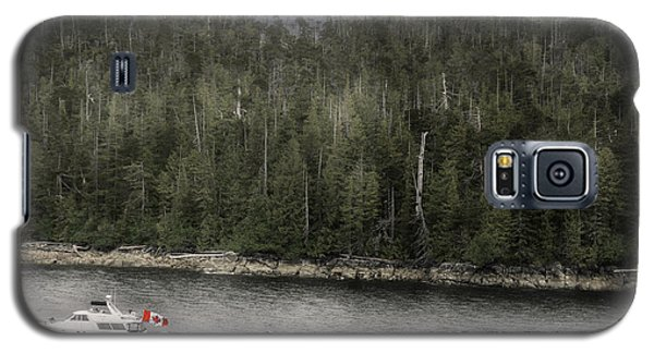 Galaxy S5 Case featuring the photograph Getting A Tow In Canada by Davina Washington