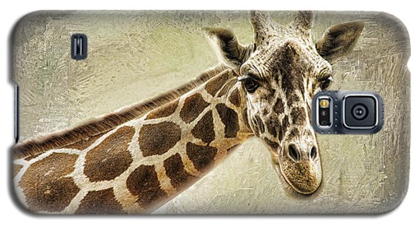 Galaxy S5 Case featuring the photograph Giraffe by Linda Blair