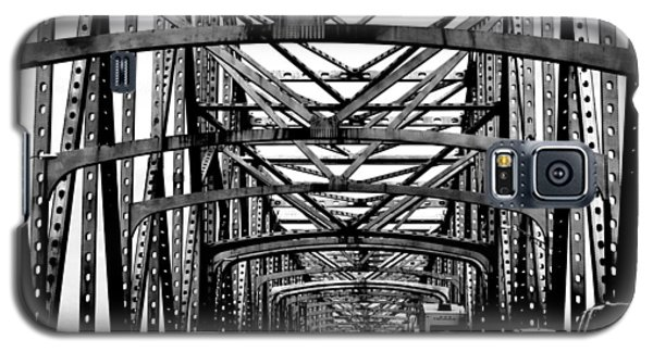 Girders Over The Mississippi In Black And White Galaxy S5 Case